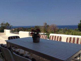 Saronic Bay Villa, Saronida