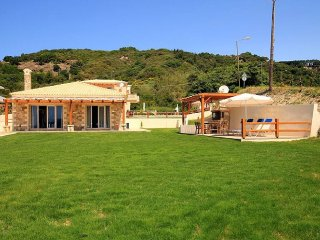 Villas Porto: Villa Kamini, new beachfront villa!