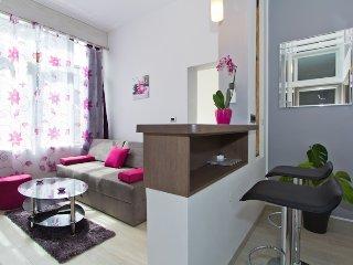 Radiant Orchid design apartment, Porec
