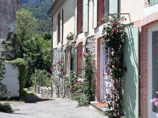 Grande maison de village lumineuse , vue montagne., Belvianes et Cavirac