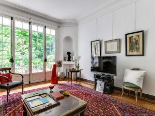 Apartment with a garden in the 16th arrondissement