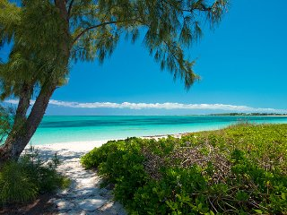 Private beachfront villa on Grace Bay sleeps 12