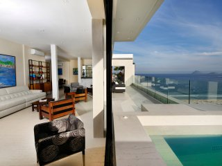 Rio008 - Luxury Penthouse in Copacabana Beach with ocean view and pool