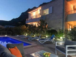 Villa Nolita with pool and amazing seaviews, Makarska