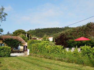 Charming Cottage, Sunny Secluded Garden & Views of Pyrénées, Near Carcassonne