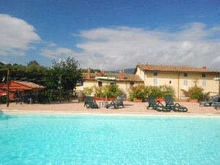 Holiday apartment with pool ORATORIO, Serravalle Pistoiese