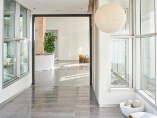 Luxurious 21st Floor Beachfront Apartment