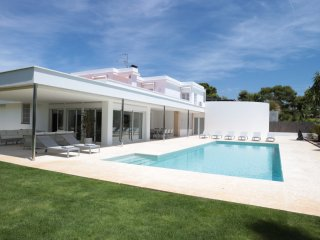 VILLA PARADISO - STYLISH MODERN WITH PRIVATE POOL, Sitges