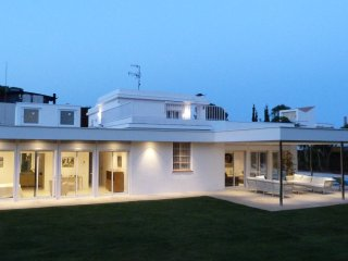VILLA PARADISO - STYLISH MODERN WITH PRIVATE POOL