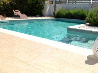 AL029 Villa con piscina 7 posti bbq climatizzatore
