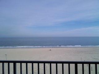 Beautiful Luxury Oceanfront/Boardwalk Front Condo!