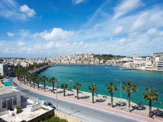 S.M. 2 Bedroom Apartment 5 mins away from Beach!, Marsaskala