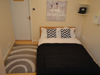 Great Flat in London zone 2 Piccadilly line metro, Londres