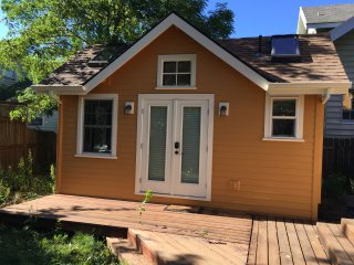 Romantic Garden Cottage in beautiful, walkable SE!, Portland