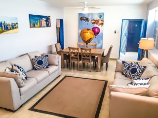 4BR/3B Suite IV in Condado, Puerto Rico - WARM & SUNNY with ELECTRICITY 24/7