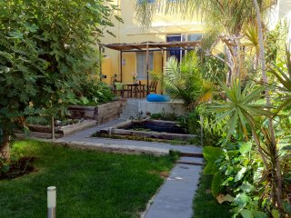 Spacious,Bright,Comfy Home+Tropical Garden (Wi-Fi), Lisbon