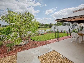 Golf Course fronting Courtyard Villa with a complimentary golf cart, The Villages