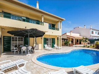 Villa Sandra -  4 bedroom villa  with pool, walk to restaurants and supermarket, Lagoa