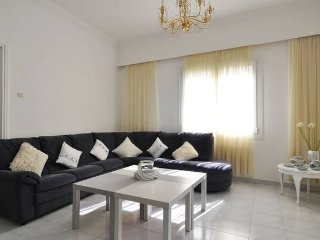 sunny spacious  appartment near metro, Marousi