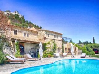 Remarkable property dating back to the Roman times with 3 bedrooms in Saint Remy and Alpilles, Les Baux de Provence