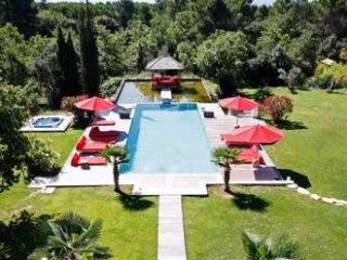Exceptional and Zen 6 Bedroom Villa Located in Aix en Provence, Aix-en-Provence