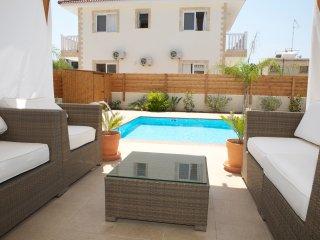 Nissi beach, 4 bedroom villa private pool & garden, Ayia Napa