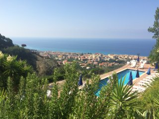 Holiday Home with swimming pool, 4 km from Tropea