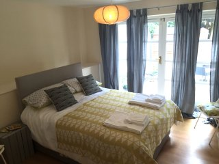 Two bed modern apartment close to Bournemouth gdns