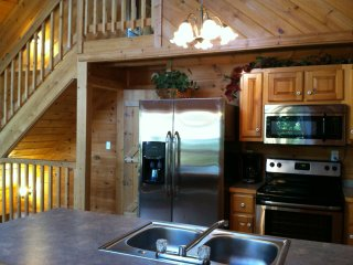 Smoky Mountains Luxury Cabin *Beautiful, Secluded*, Pigeon Forge