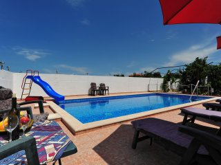 Villa VELIN, 5+1 with sea view and pool, Primosten