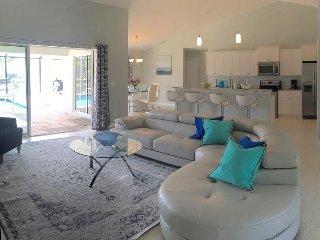 New Modern Luxury Villa / Riverfront / South Pool, Rotonda West
