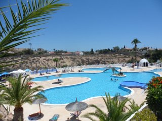 SPACIOUS VILLA  FREE WI-FI  SEA VIEWS AND SOLARIUM, Campello
