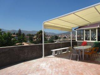 Seafront 2-bedrooms apartment Views over sea&Etna!, Giardini-Naxos