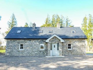 ATHEIRI COTTAGE, detached, multi-fuel stove, open fire, parking, garden, in Ballinamore, Ref 936227