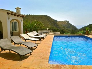Modern villa w/ sea views, private pool & hot tub, Moraira
