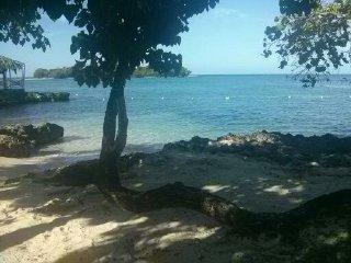 Azul Sands, on the 7 mile beach, Ocean view, Wifi internet