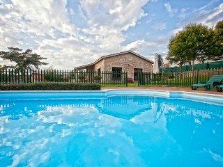 350 Beautiful villa with pool near Santiago, Santiago de Compostela