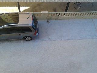 Parking de acceso mediante un mando a distancia. Esta cerrado. Acceso restringido solo a residentes.