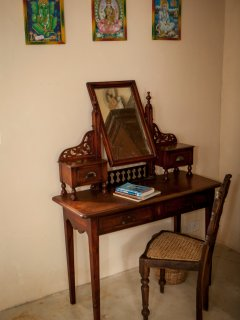 Writing table inside the courtyard room
