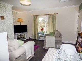 OLD QUEEN'S HEAD, second floor apartment, en-suite bedroom, in Wolsingham, Ref 916004