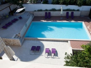 Sea View Apartment in Villa with Pool for 6, Hvar