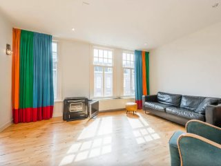 PK-15  -  Bright nice lower east apartment, Ámsterdam