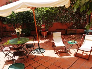 3 BR Trastevere Family Retreat with Terrace, Rome