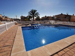 Nice villa with pool,wifi and 500m from the beach!