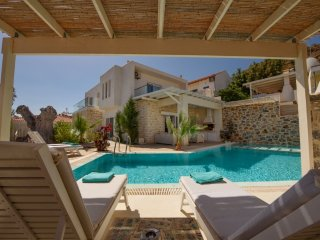 Villa Ella  Southcoast Crete, large heatable Pool, Jacuzzi, central heating