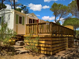Luxury 2 bedroom mobile home with deck on 5* site