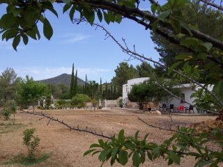 Quiet Rural Villa Near Sant Josep and Ibiza, Sant Josep de Sa Talaia
