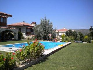 Cozy Stone Villa in Surf Paradise Alacati, Cesme