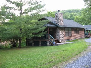 Gummy Bear Cabin - August Special. $100 per night!, Sevierville