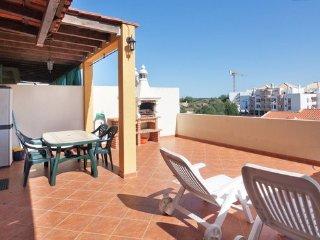 Um apartamento com piscina, Tavira